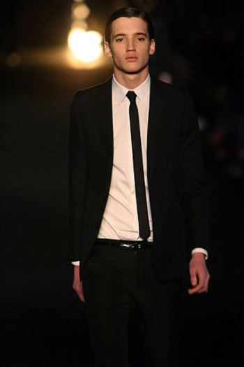 Dior Homme Fall 2006 Menswear - Collection - Gallery - Look 1 - Style.com