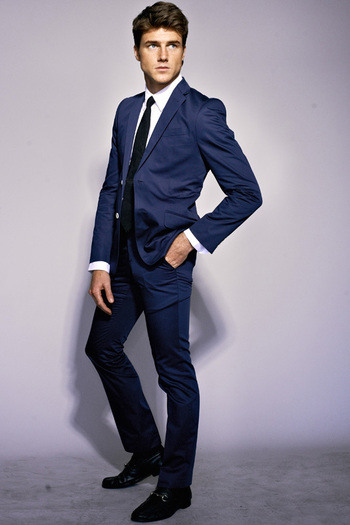 I love this kind of blue, for suit is perfect, in combo with black tie