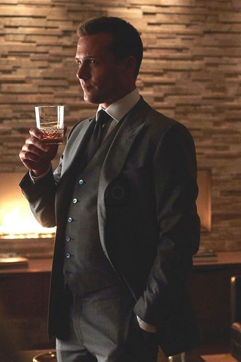 Harvey Specter in Suits S05E11 on Looklive