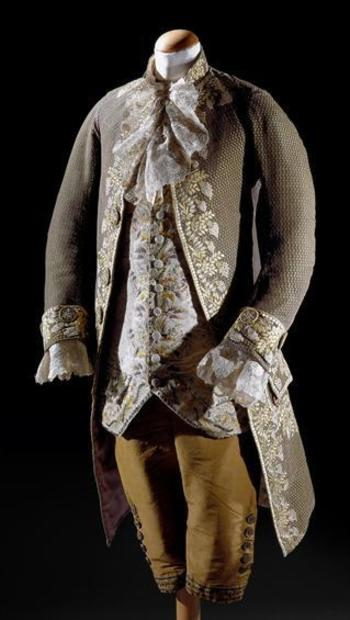 3-piece court suit, second half 18th century. Green patterned silk lavishely embroidered with natural