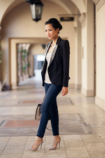Basic Uniform :: Black blazer & Nude pumps : Wendy's Lookbook