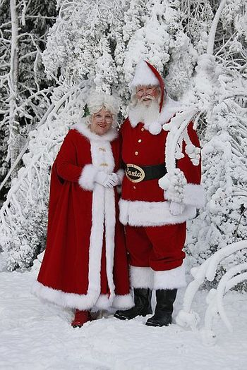 Google Image Result for http://www.santaonthesquare.com/images_gallery2/Mr%2520and%2520Mrs%2520Claus_