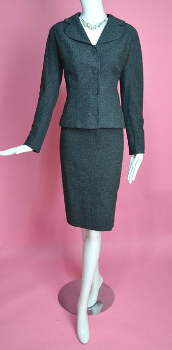 "KERRYBROOKE 1950's Vintage Gray Wool Two Piece Suit Set Blazer Jacket and Pencil Skirt Mad Men 27"" Waist Small Medium"