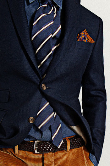 I like the color combo here between the light orange-brown pants and blues in the shirt/jacket.