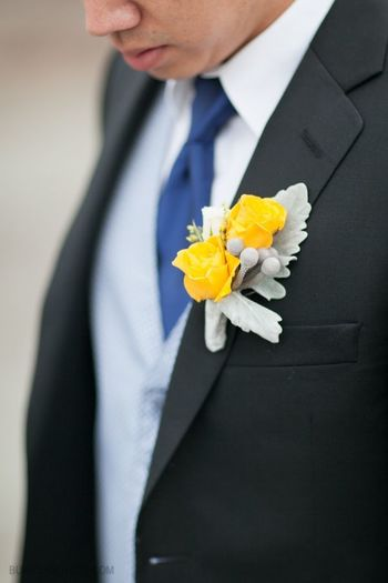 grey and yellow wedding suits�