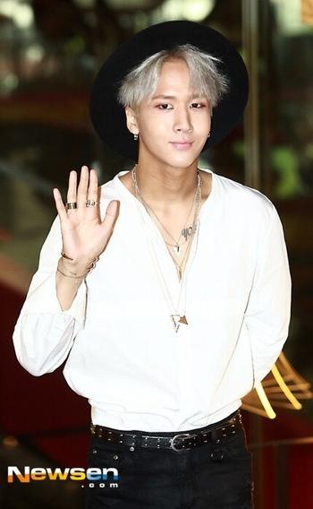 VIXX LR Ravi / Wonshik - LOVE HIM IN THIS HAT, REALLY SUITS HIM