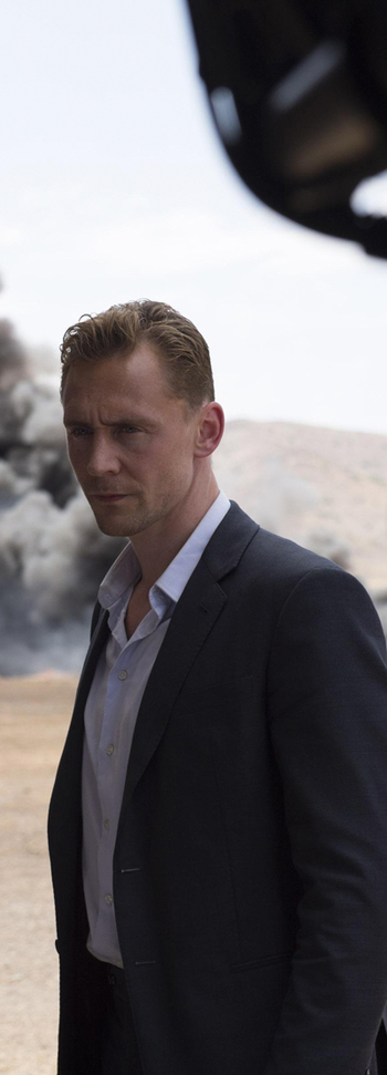 Tom Hiddleston on the set of The Night Manager. Full size image: http://ww2.sinaimg.cn/large/6e14d388