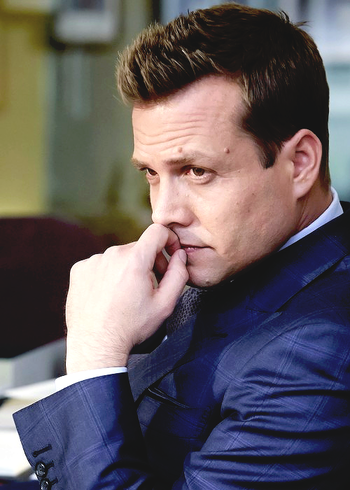 Harvey Suits Season 4